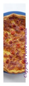 Tarte aux tomates cerises, lardons et oignon rouge
