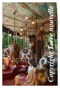 Pittoresque manège de chevaux de bois du Parc de la Tête d'Or