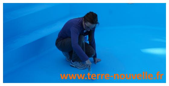 Rénovation de notre piscine : deuxième couche de peinture, puis séchage et remise en eau !...
