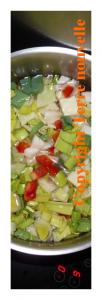potage de chou vert, poivron rouge, poireau, navet et oignon