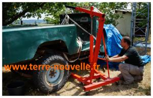 BJ série 40 en cours de rénovation : comment soulever la caisse avec uniquement les outils à la portée d'un particulier