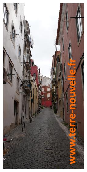 Une rue populaire à Lisbonne. Le Portugal serait-il le nouvel Eldorado, la Terre d'asile des survivalistes européens ?...