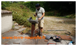 Un poêle à très haut rendement catorifique : comment fabriquer un pôele dragon ou rocket stove, en vidéo !