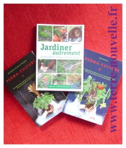 Jardiner autrement, permaculture, livre de Margit Rush et les deux ouvrages de références en permaculture de Bill Mollison