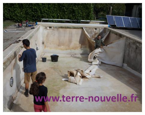 Rénovation de notre piscine : on enlève le vieux liner et la feutrine